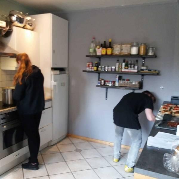 Jongeren koken op locatie IZEO Urmond Alterius Koraal